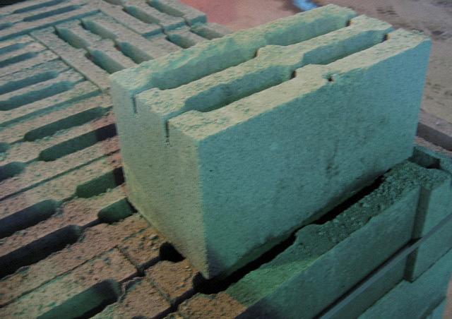вес блока из отсева откладывают